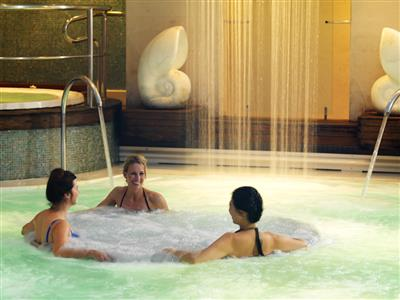 The  hydropool in the Canyon Ranch Spa on the Queen Mary 2