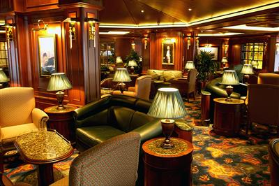 The Wheelhouse Bar, one of the cozy lounges onboard Sapphire Princess