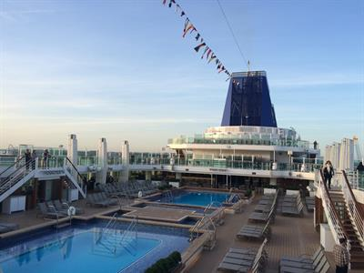 A picture of the oudoor swimming pools onboard of Britannia.