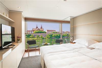 Emerald Star Panorama Balcony suite