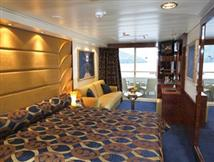 Yacht Club De Luxe Suite