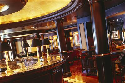The Avenue Salon, Crystal Serenity's cocktail and piano bar
