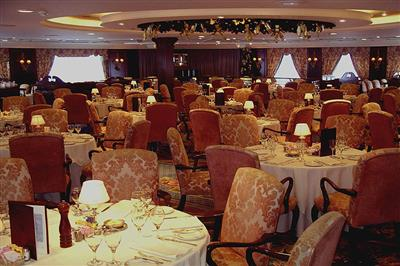 The Club Restaurant, main dining room on the Pacific Princess