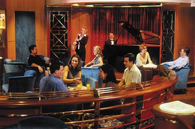 Passengers drinking cocktails and enjoing jazz music onboard Brilliance of the Seas.