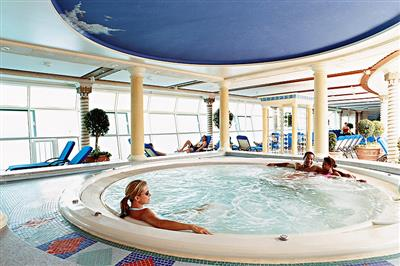 Jacuzzi in the deck 7 Solarium, the ship has a total of 7 whirlpools