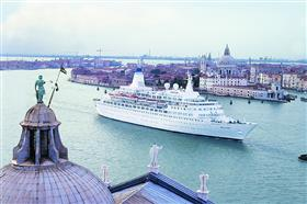 The MV discovery entering Venice