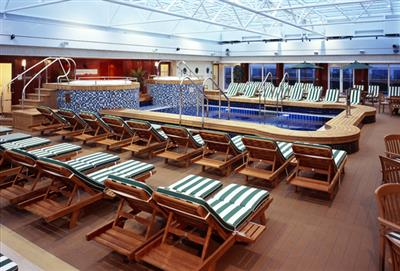 The main pool  on deck 8 on the Queen Mary 2