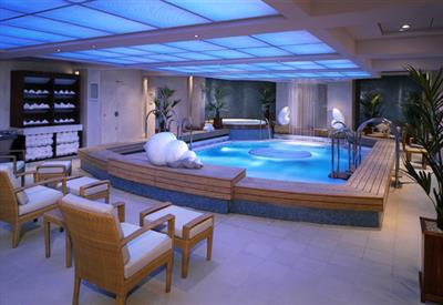 An indoor pool in the Canyon Ranch Spa on the Queen Mary 2