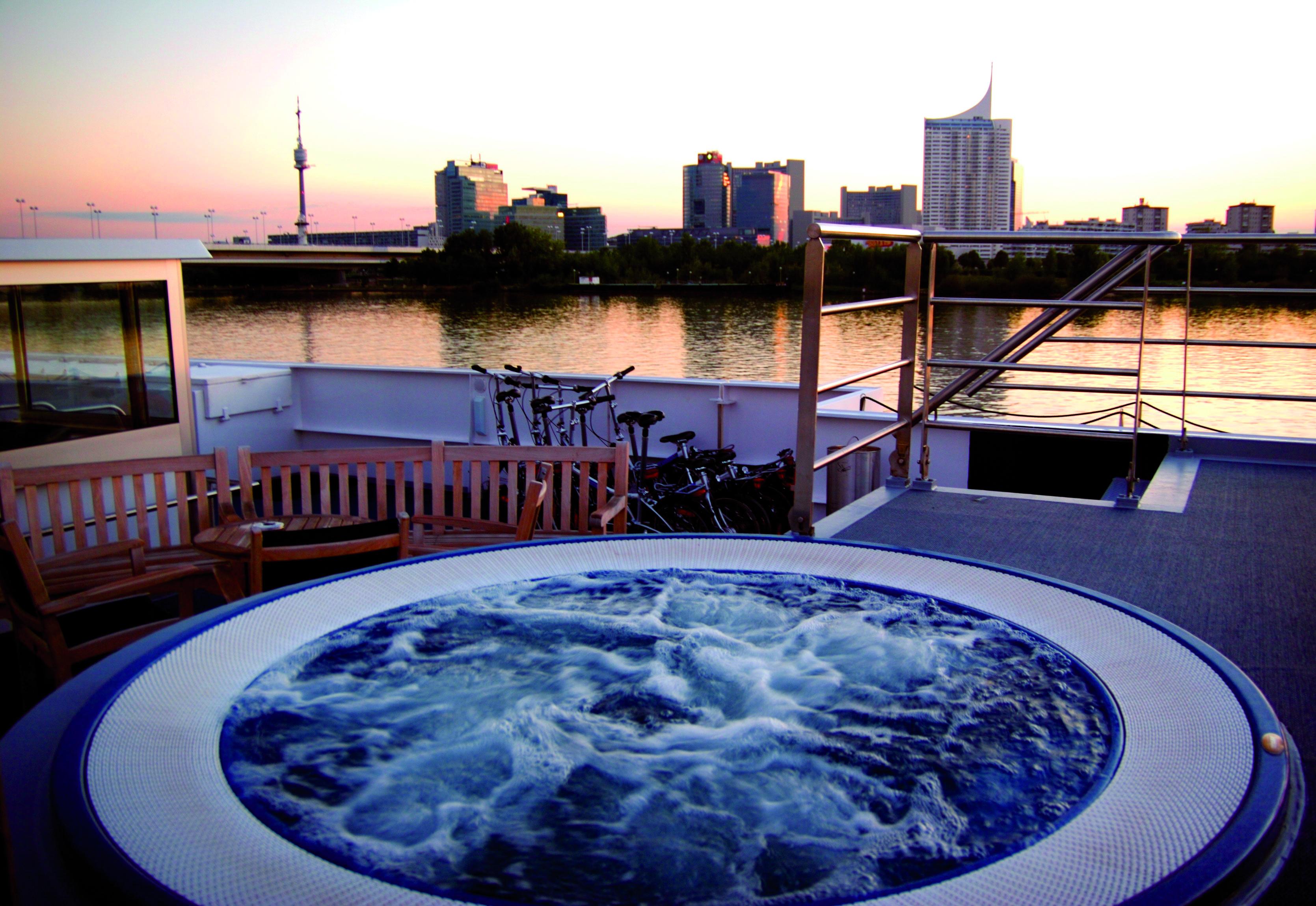 AmaDagio Hot Tub