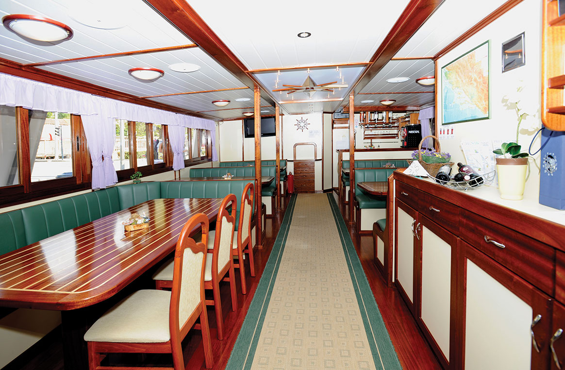Croatian Cruiser dining room