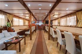 Princess Aloha dining room