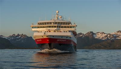 MS Nordkapp, bow view