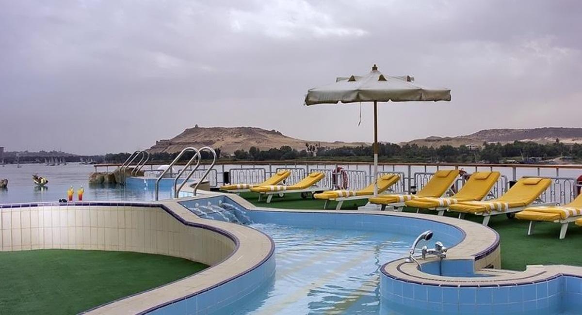 Sonesta Star Goddess pool