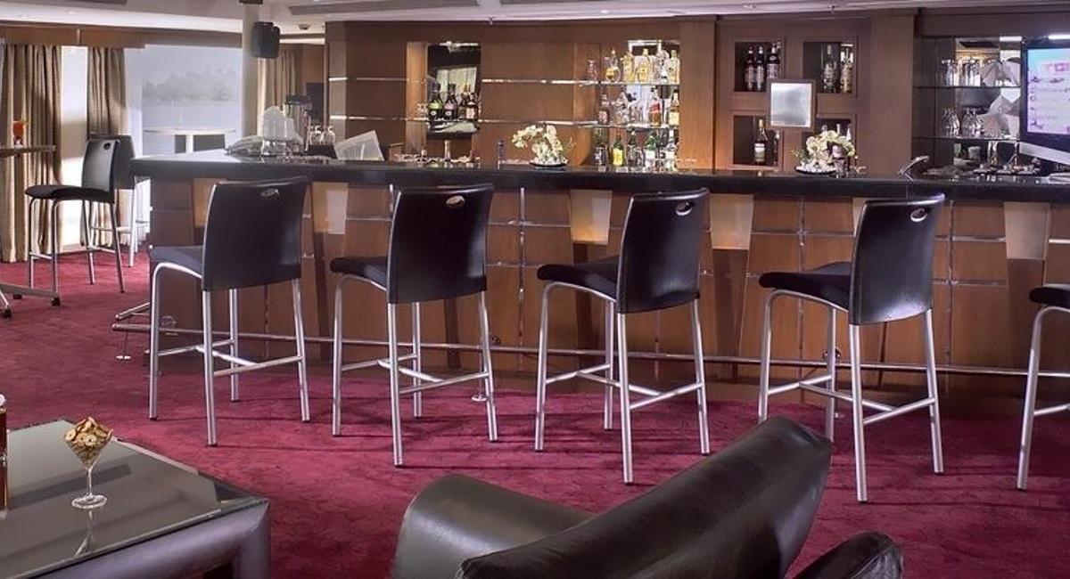 Sonesta Star Goddess lounge bar