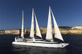 Le Ponant, starboard view