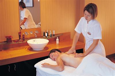 Massage in the Crystal spa on Serenity