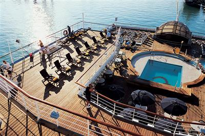 Thomson Spirit, pool deck