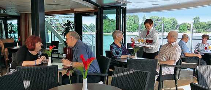 viking_river_cruises_main_lounge